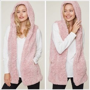 BOUTIQUE- BLUSH PINK FAUX SHERPA HOODED VEST